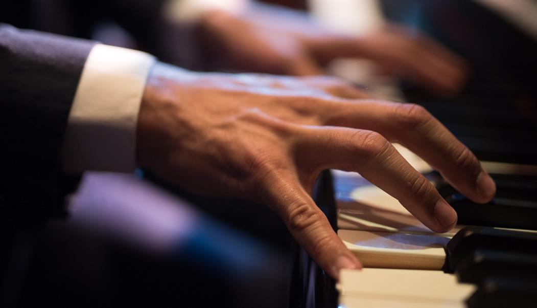 ピアノが弾けたら…そんな思いを実現します。60歳以上もOKです。